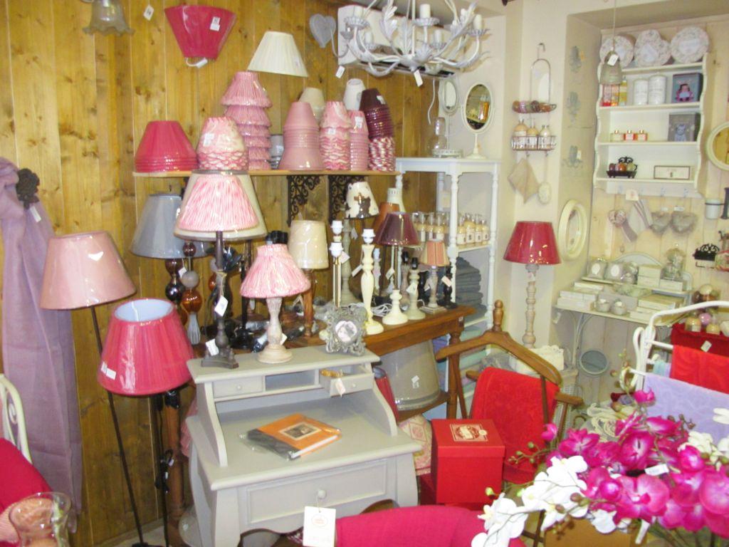 Diverse abajururi si lampi vintage gasesti la Comptoir de Famille