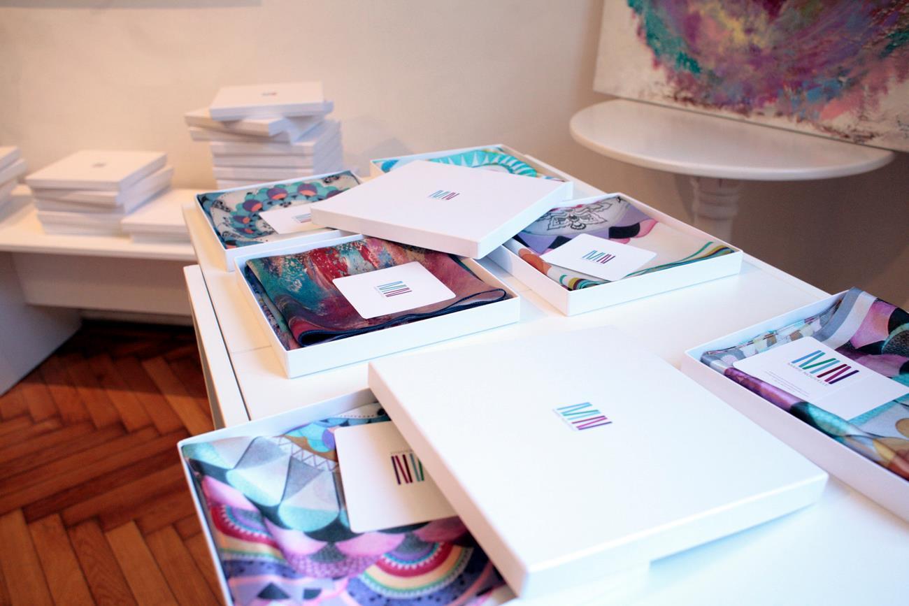 Esarfele create de Maria Dermengiu sub brandul Marie Nouvelle Studio