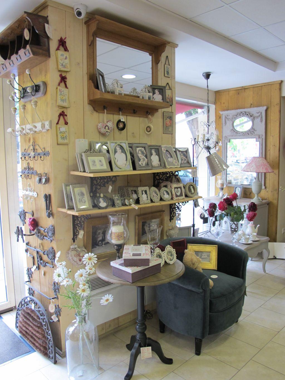 Mobilier si decoratiuni in stilurile vintage si provensal intr un singur maga - Console comptoir de famille ...