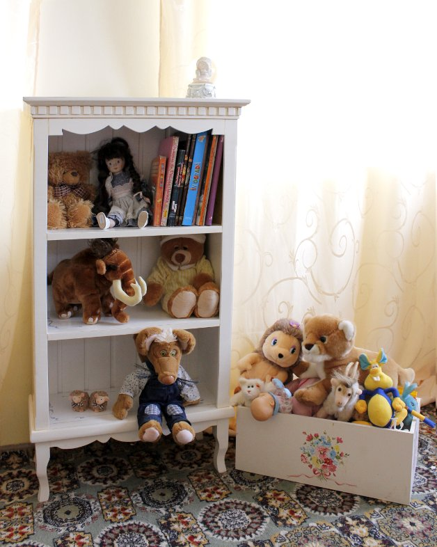 Etajera si ladita de jucarii pentru camera copilului facut de Elizarte Timisoara