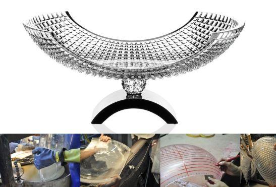 Fiecare obiect din cristal este slefuit si modelat manual folosindu-se masini mecanice. Nu se face nimic automat