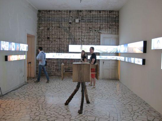 In centrul expozitie de fotografie piesa de mobilier semnata de Ciprian Manda Silva I artis in cadrul Romanian Design Week 2013