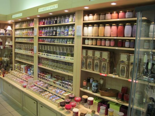Lumanarile parfumate Yankee Candle sunt disponibile in variate recipiente de la borcane la pahare cu picior in magazinul Yankee Land