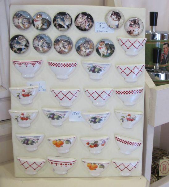 Magneti pentru frigider cu pisicute si din ceramica gasesti de la 19 lei bucata la Comptoir de Famille