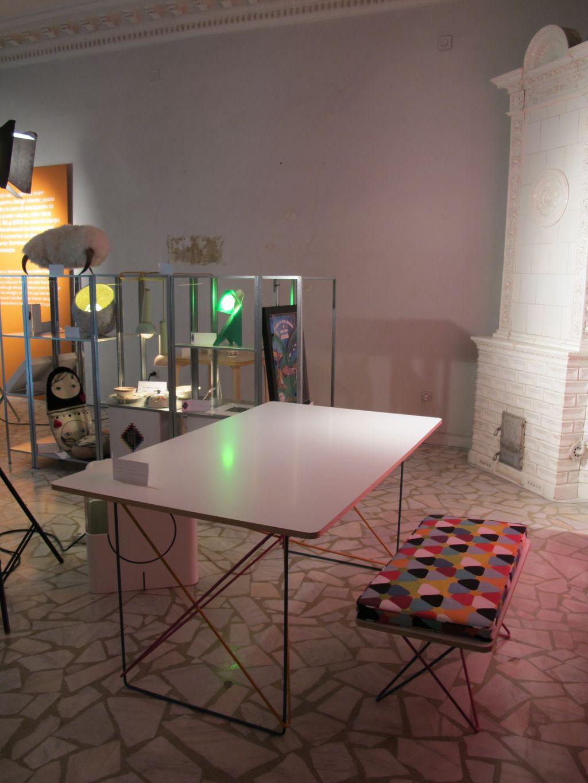 Masa si bancheta create de Agnes Lukacs expuse in cadrul Romanian Design Week 2013