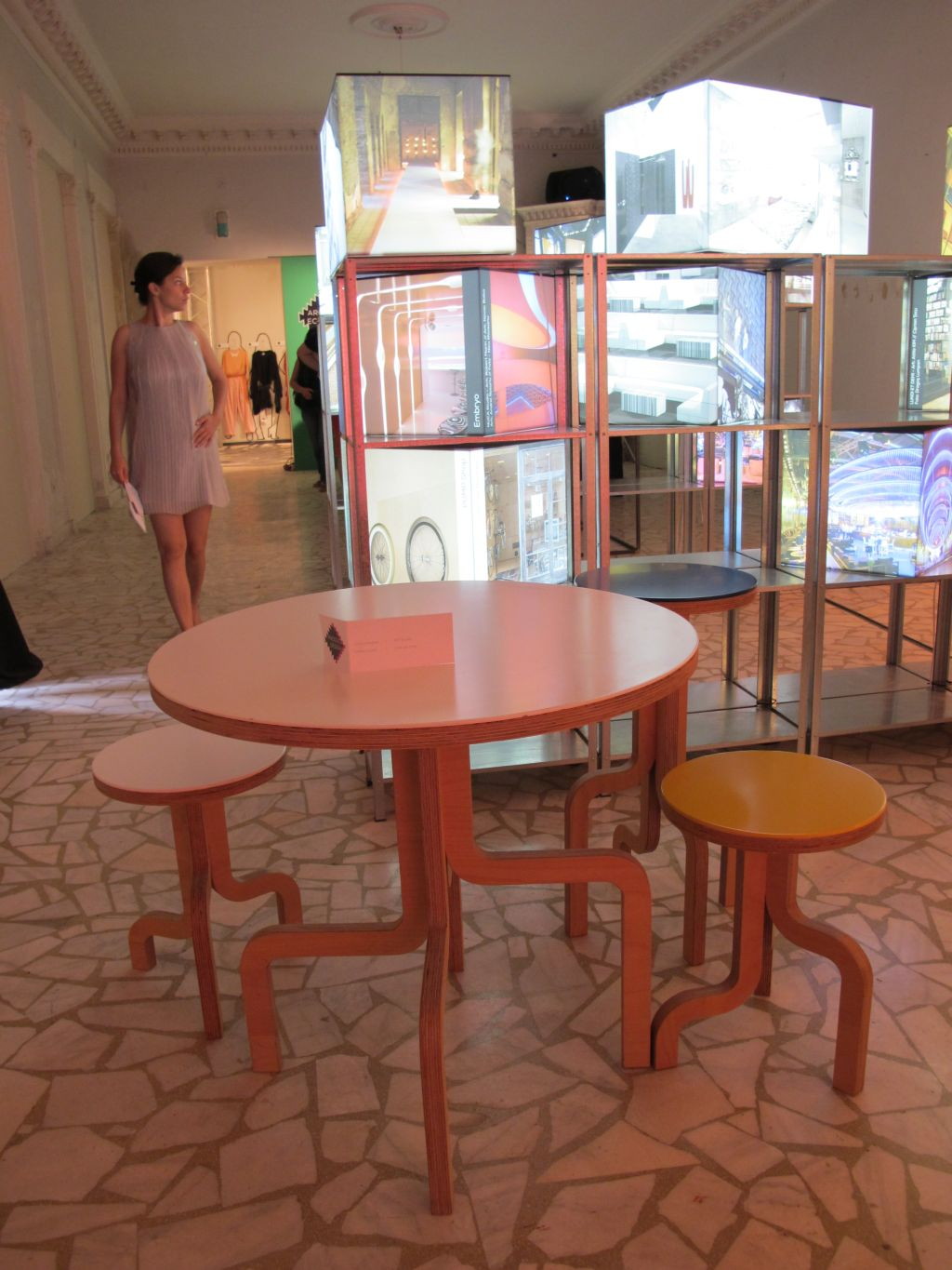 Masa si scaune create de 201 Design Studio prezentate in cadrul Romanian Design Week 2013