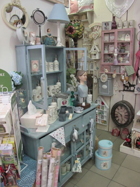 Mic mobilier si obiecte decorative vintage si shabby chic la Yankee Land
