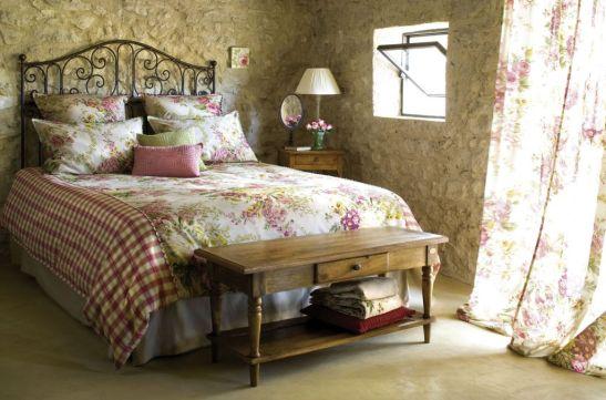 Mobila si decoratiuni textile din colectia Comptoir de Famille