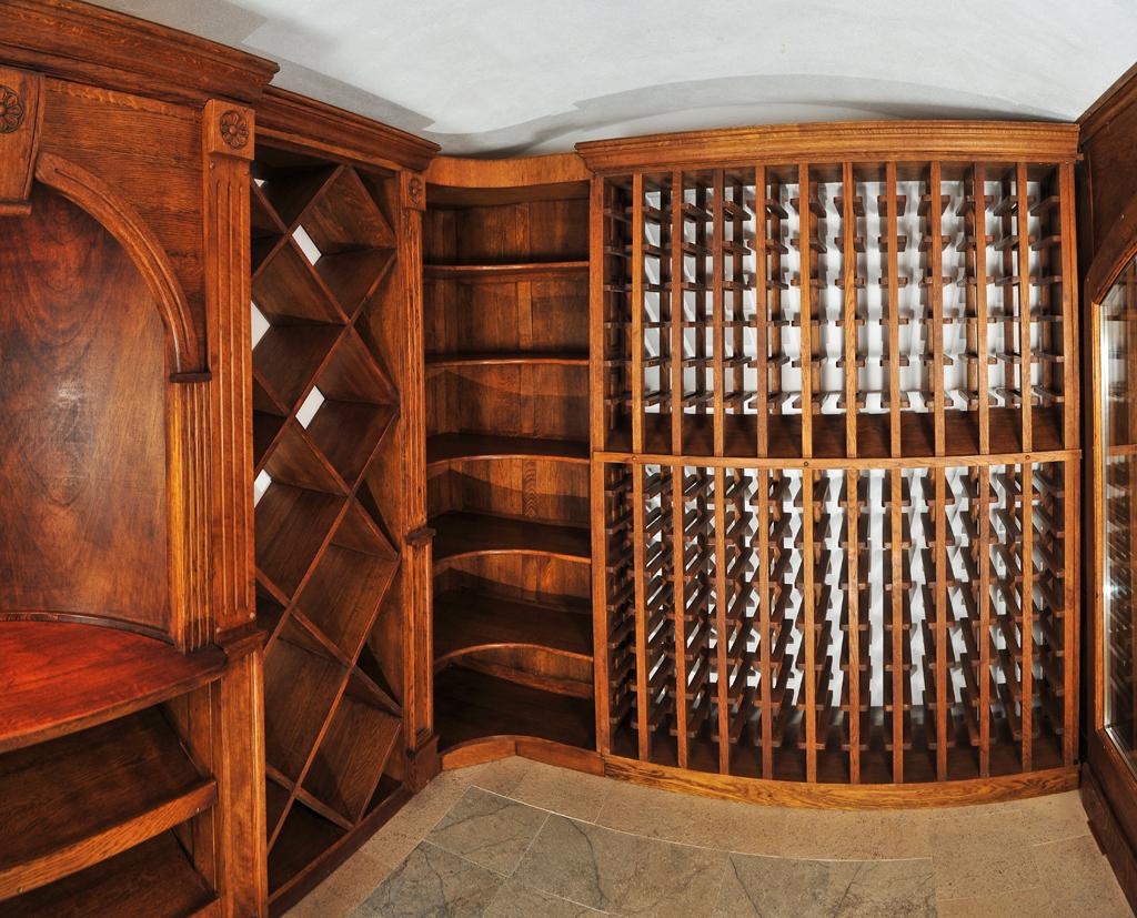 Mobilier pe comanda pentru vinoteca realizat de Apollo Romania