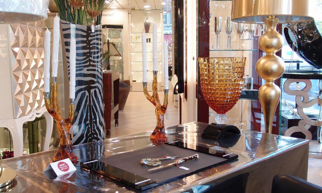 Piesele din cristal Mario Cioni (aici colorate) se gasesc numai in showroomurile speciale alese de firma italiana. la noi se gasesc exclusiv la Azay