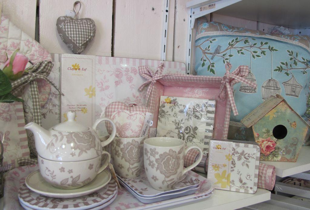Seturi de ceai, casute pentru pasari, accesorii textile de la Yankee Land