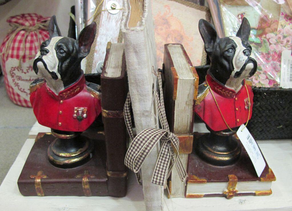 Suport pentru cu carti cu figurine din ceramica 2 bucati  pret 145 lei de la Yankee Land