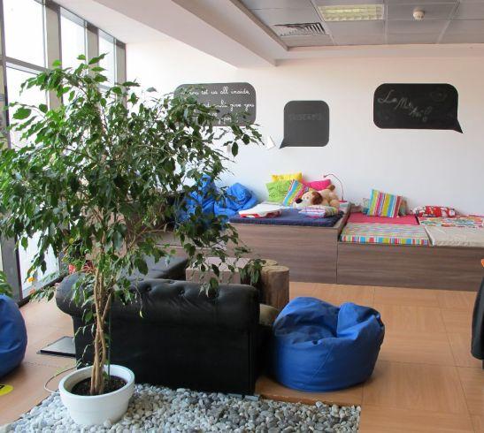 Textilele colorate invioreaza atmosfera de la etajul 3