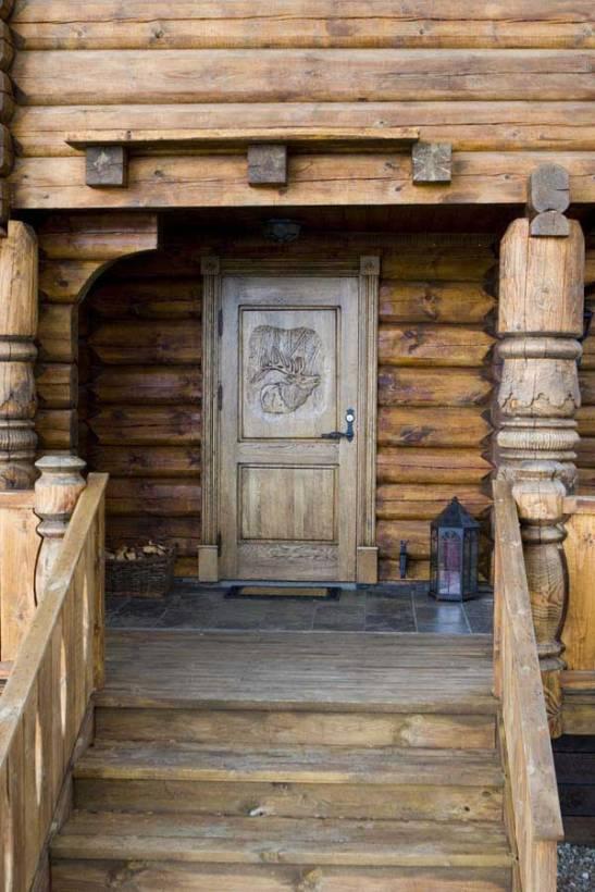 Usa rustica pentru cabana lemn realizata pe comanda la Apollo Romania