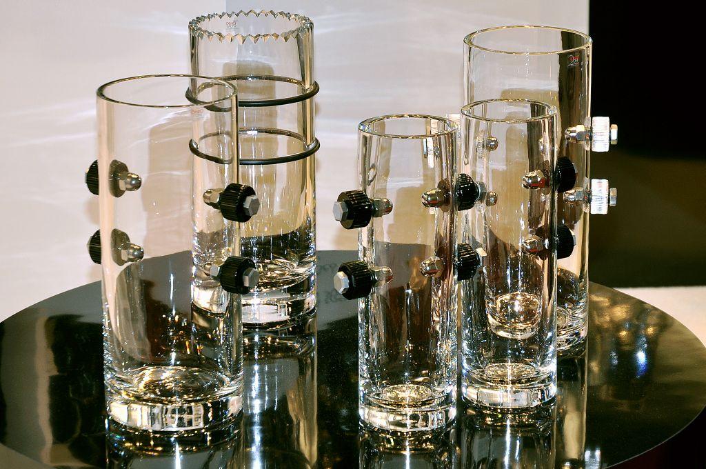 Vazele din cristal cu accesorii metalice sunt o alta inovatie Mario Cioni preferate de clientii barbati