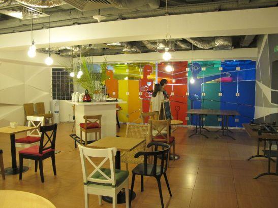 Vedere catre sala mai mare de conferinte de la etajul 2