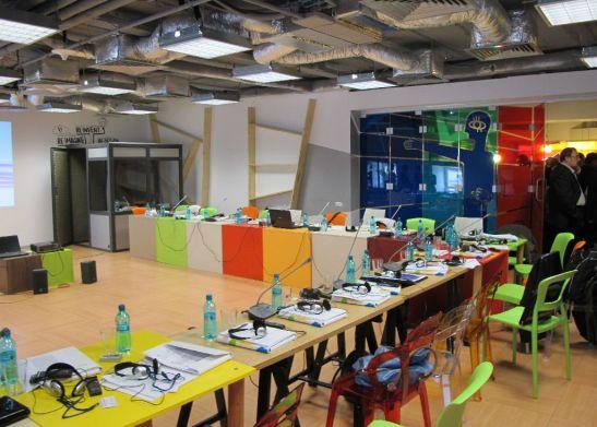 Zona de acces in sala mare de conferinte de la etajul 2