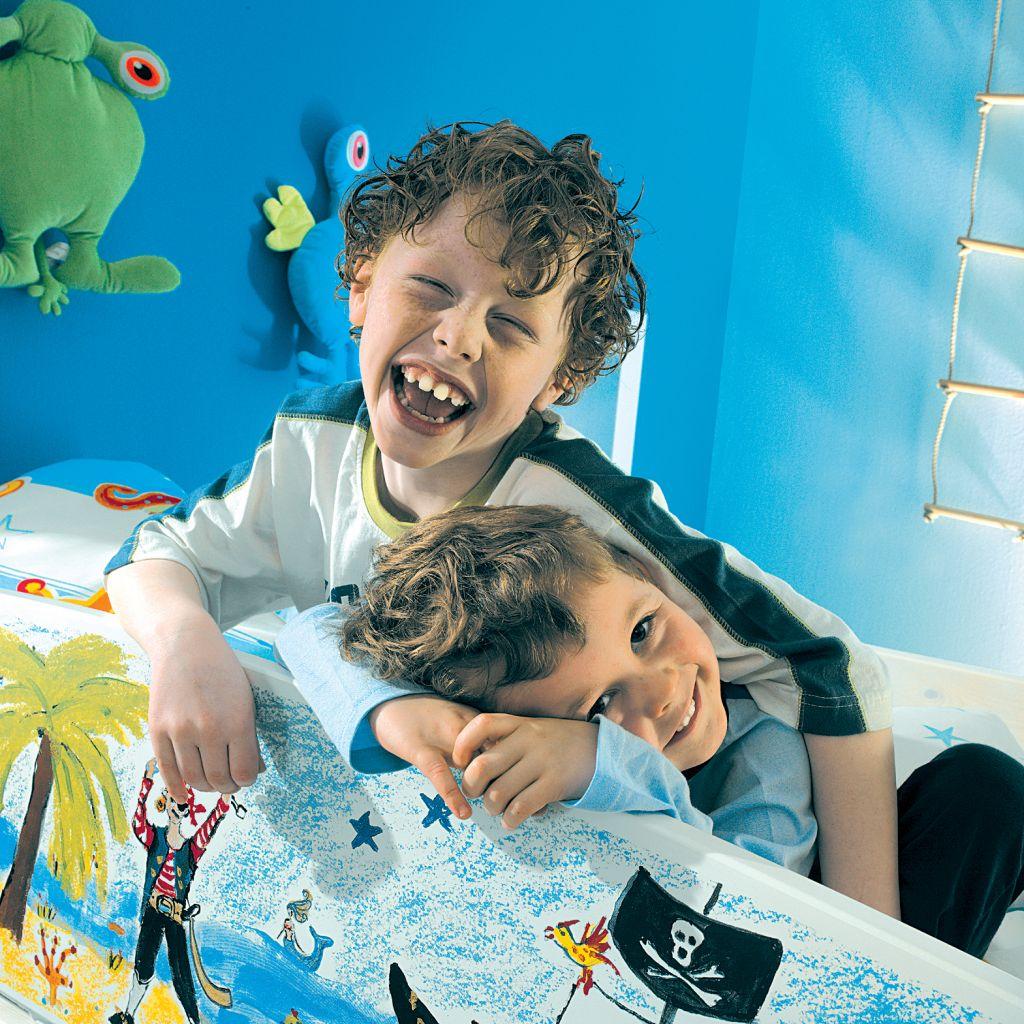 vopsea pentru camera copilului cu miros de caramel adela. Black Bedroom Furniture Sets. Home Design Ideas