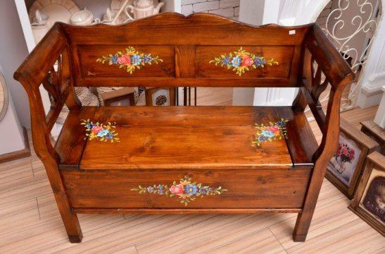 Bancuta din lemn cu decoruri pictate manual de la Shabby Chic