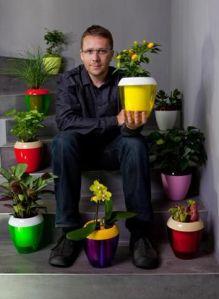 Designerul Jan Čtvrtník care a creat ghiveciul Calimera pentru Plastia, foto Kristina Hrabětová