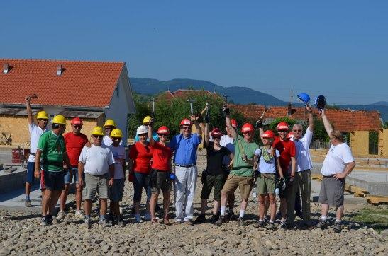 Familiile-din-proiectul-BWW-si-echipa-Habitat, iun 2013