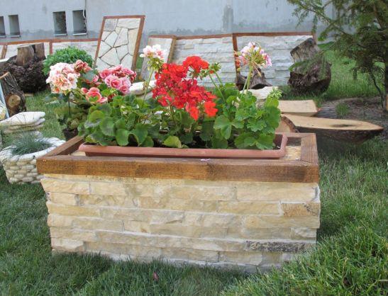 Jardiniera placata cu piatra de la Vast Natur