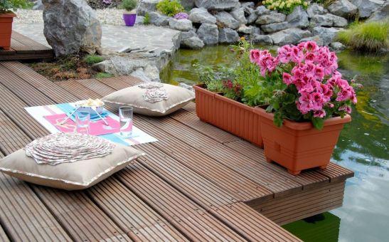 Jardiniera Siesta si ghivechiul Bergamot ambele cu autoudare de la Agrocosm