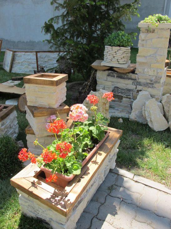 Jardiniere si ghivece placate manual cu piatra preturi intre 150 si 300 lei de la Vast Natur