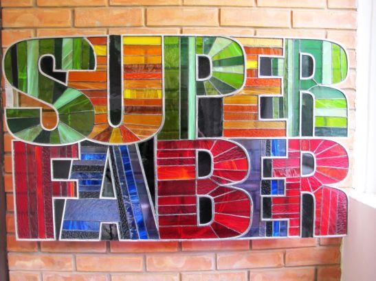 Sigla SuperFaber realizata din metal si vitralii