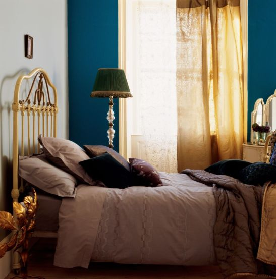 Accente de albastru royal in dormitor clasic Foto Copyright © Akzo Nobel