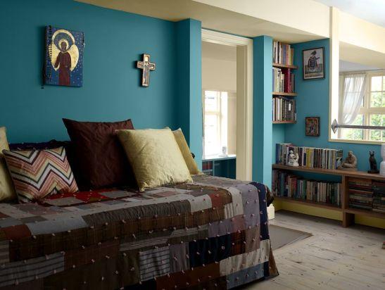 Albastru intens in dormitor Foto Copyright © Akzo Nobel