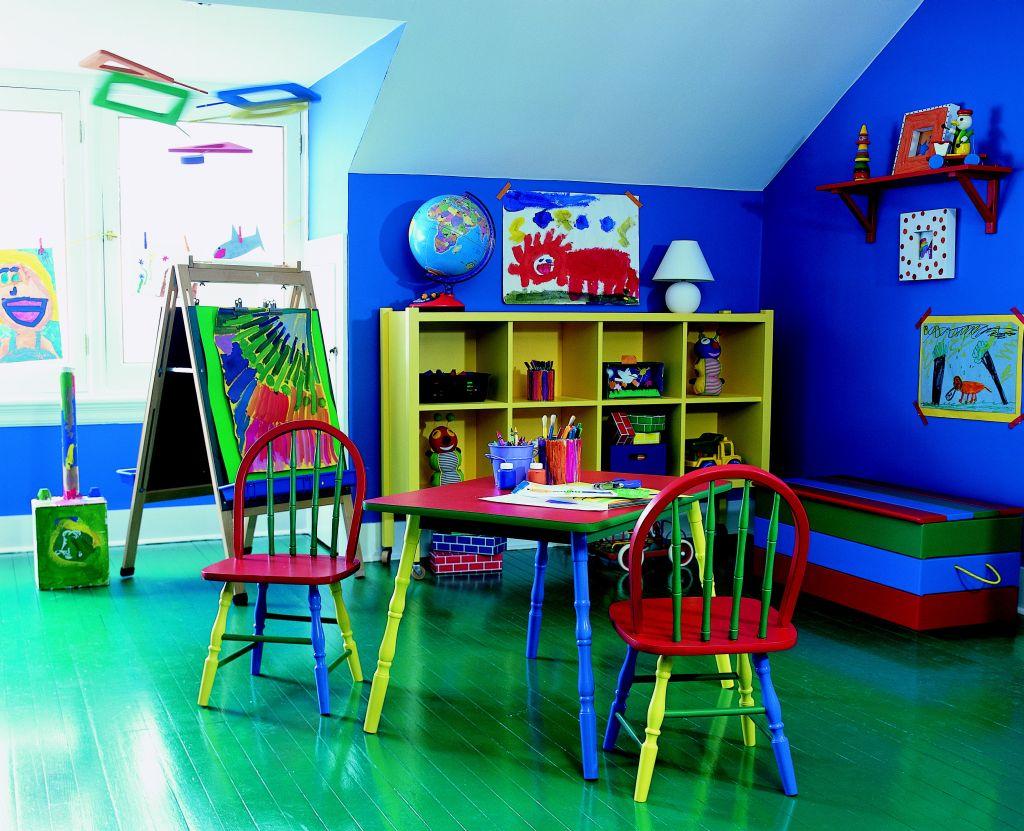 Albastru intens pentru locul de joaca al copiilor Foto Copyright © Akzo Nobel