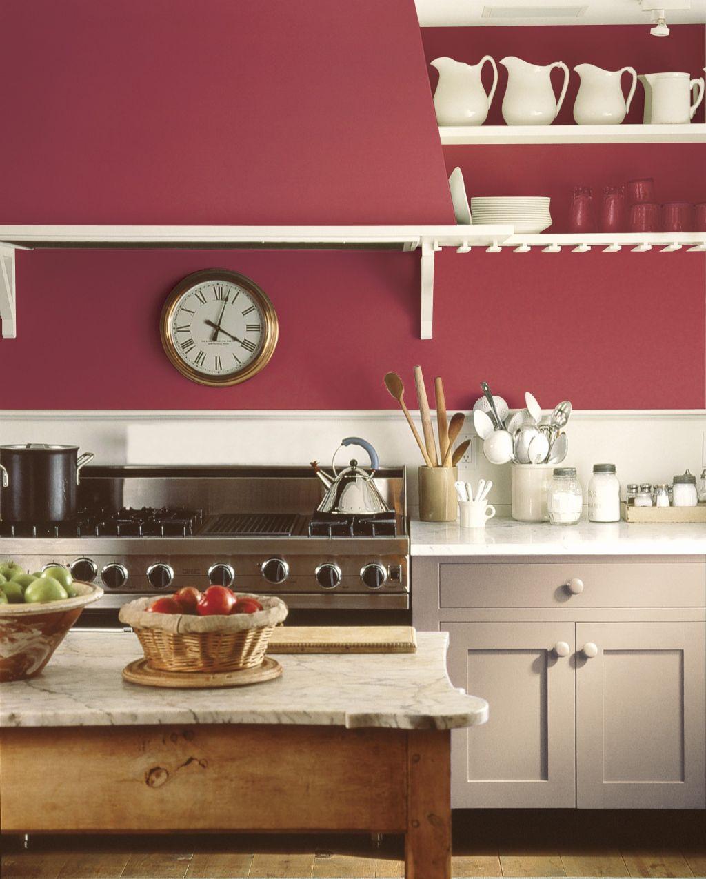 Bucatarie cu pereti in culoare rosie Foto Copyright © Akzo Nobel