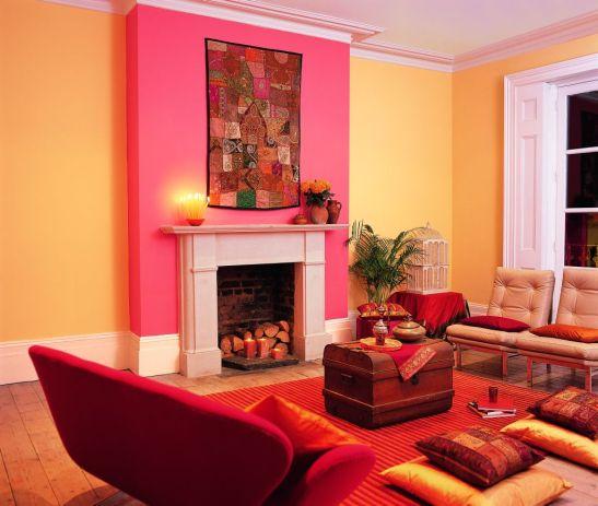 Combinatie exotica de galben si roz in living Foto Copyright © Akzo Nobel