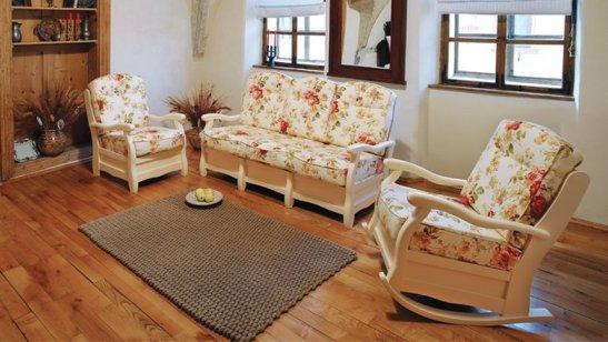 Finisaj alb si tapiterie cu model inflorat -canapea Roma, produsa de mobila Dalin, fixă 2 locuri, pret 1075 lei si balansoar Roma pret 882 lei la Lems