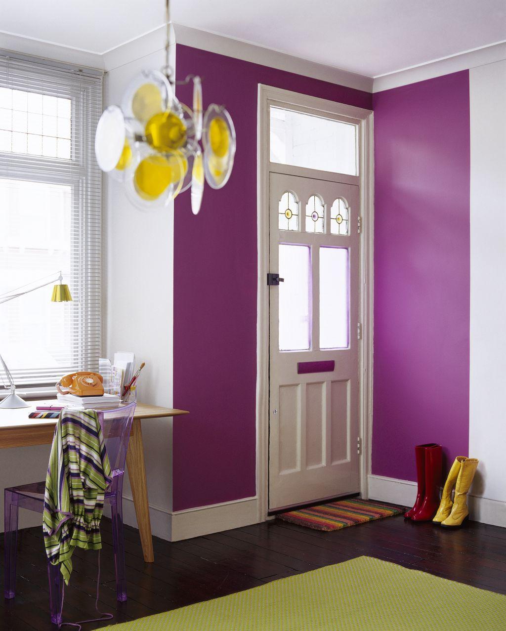 Folosit in zone de impact violet transforma atmosfera. Nuanta ce merge perfect cu wenge Foto Copyright © Akzo Nobel