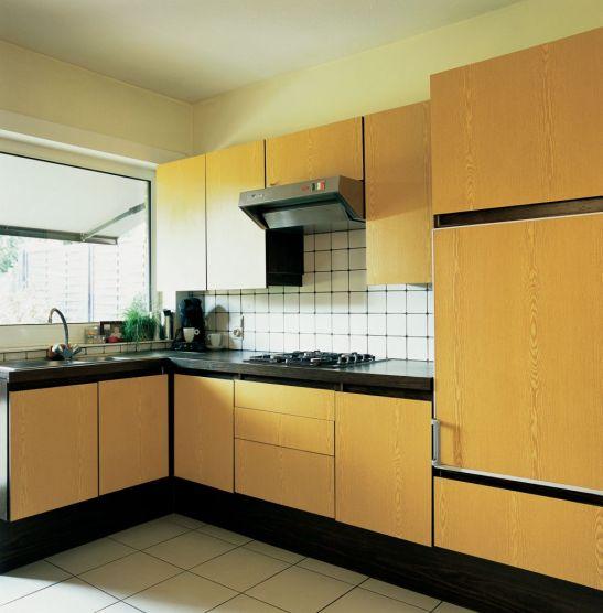 Galben pal intr-o bucatarie cu mobila deschisa la culoare Foto Copyright © Akzo Nobel