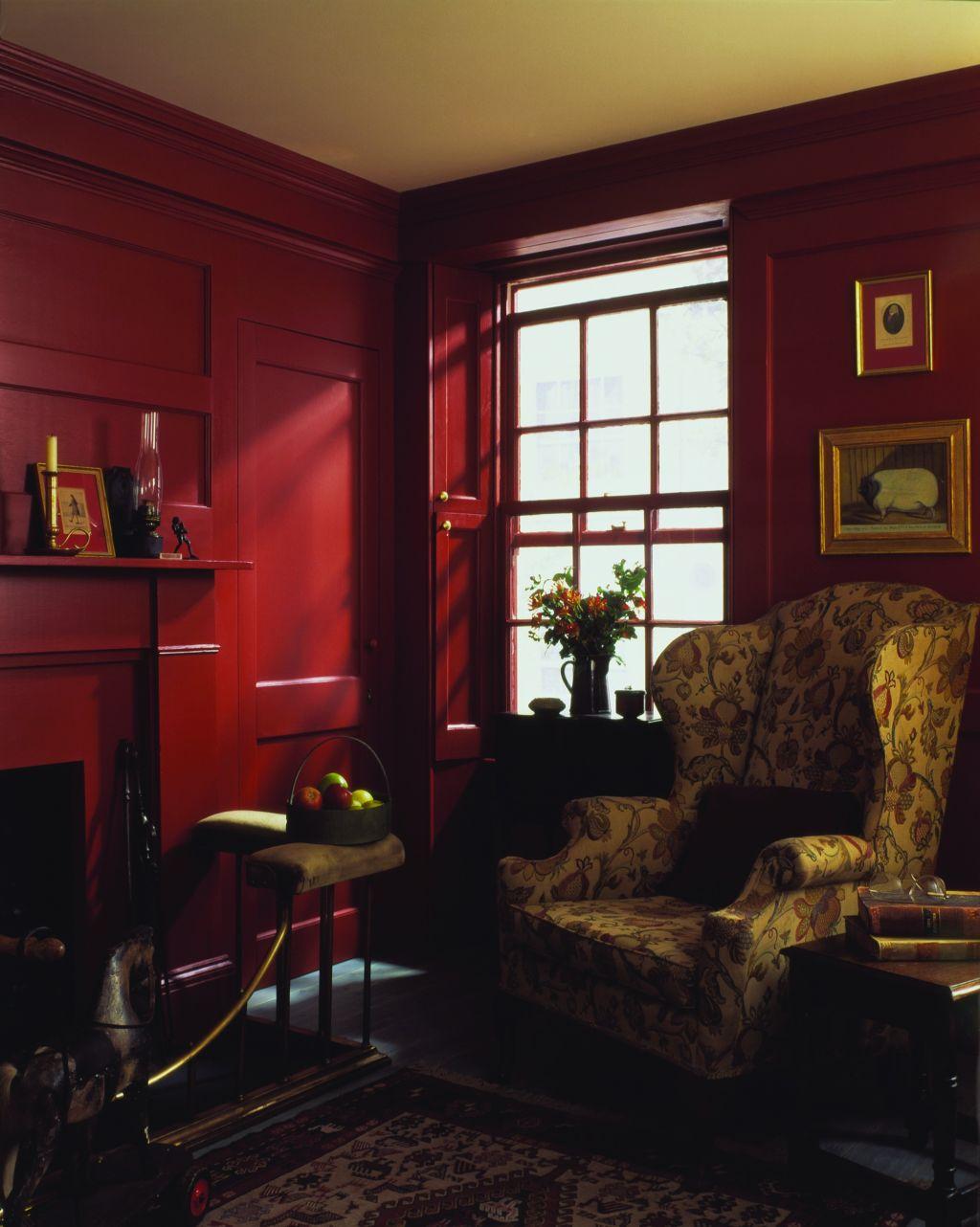 Living clasic cu pereti rosii Foto Copyright © Akzo Nobel