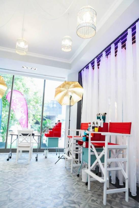 MONROE make-up and hair lounge  (9)