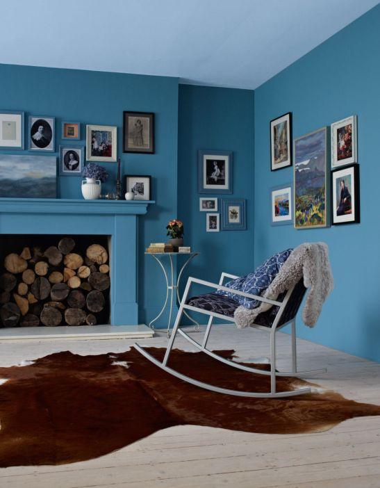 Nuanta de albastru intens potrivit cu maro inchis Foto Copyright © Akzo Nobel
