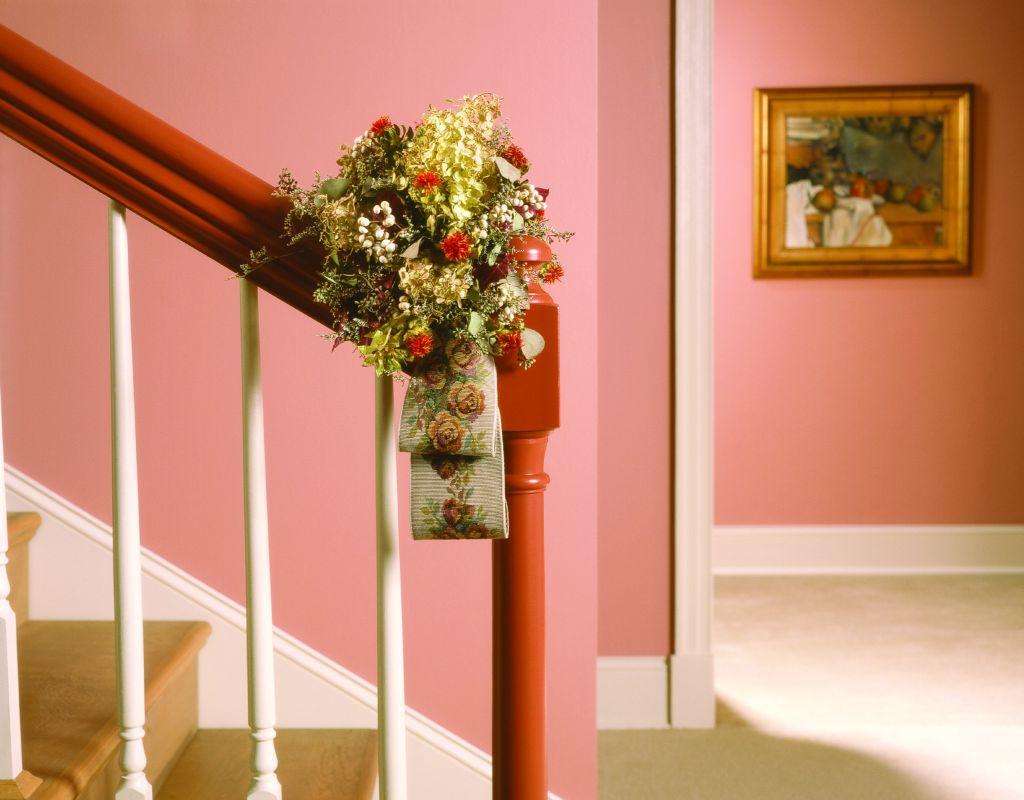 Roz dulce in hol potrivit si cu caramiziu si auriu Foto Copyright © Akzo Nobel