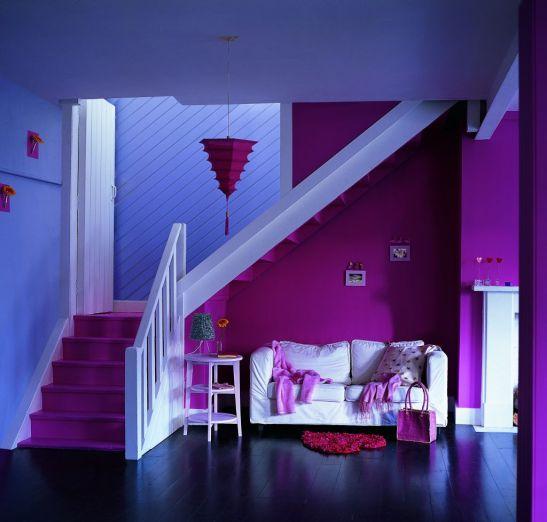 Roz magneta combinat cu mov intr-o casa tinereasca Foto Copyright © Akzo Nobel