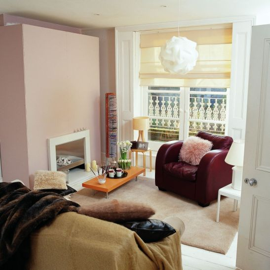 Roz pudrat combinat cu nuanta lavandei in living Foto Copyright © Akzo Nobel