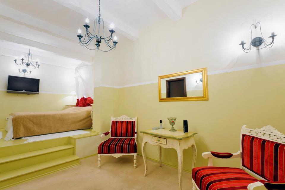 adelaparvu.com despre Chambers & Charm Hotel Brasov PROVENCE