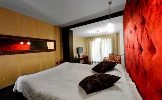 adelaparvu.com despre Chambers & Charm Hotel Brasov RED