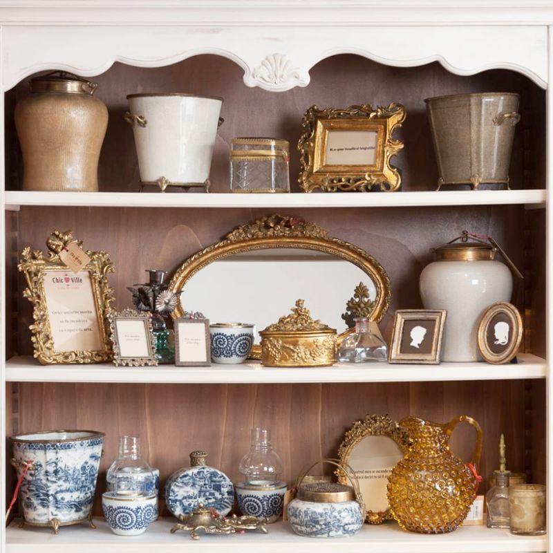 Oglinda ovala retro din lemn auriu 46 cm -369,90 lei, rame foto incepand cu  14 lei de la Chic Ville