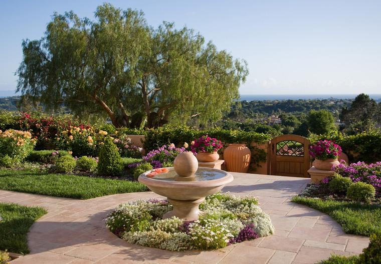 adelaparvu.com despre gradina formala cu flori  design Margie Grace (10)