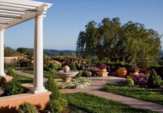 adelaparvu.com despre gradina formala cu flori  design Margie Grace (12)