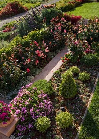 adelaparvu.com despre gradina formala cu flori  design Margie Grace (4)