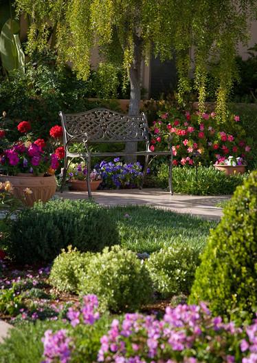 adelaparvu.com despre gradina formala cu flori  design Margie Grace (6)